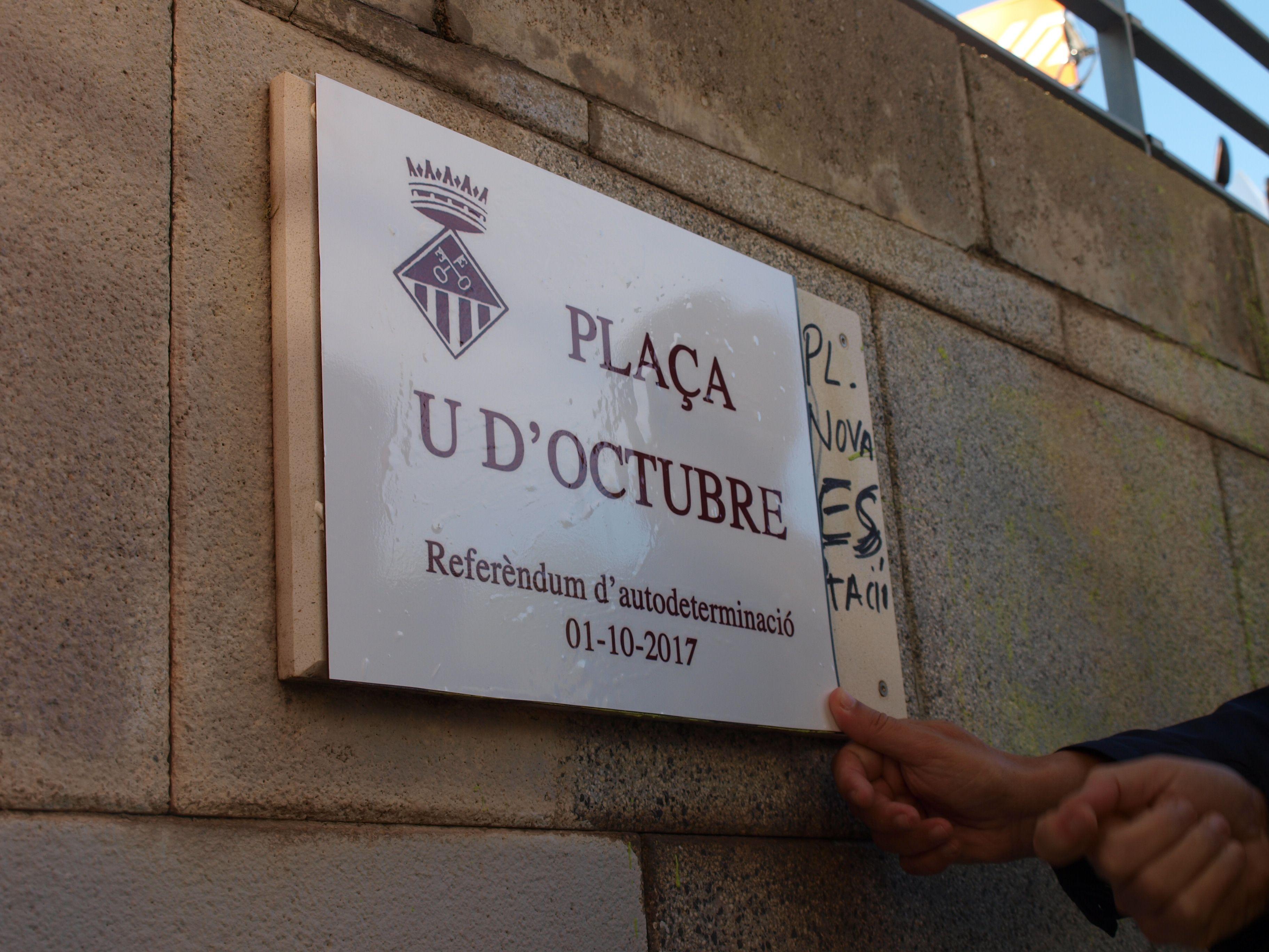 La plaça de l'Estació, rebatejada de forma simbòlica com a 1-O